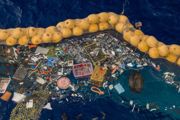 Ocean CleanUp zaczął działać. Pierwsze plastikowe odpadki wyłapane z Wielkiej Pacyficznej Plamy Śmieci - GospodarkaMorska.pl