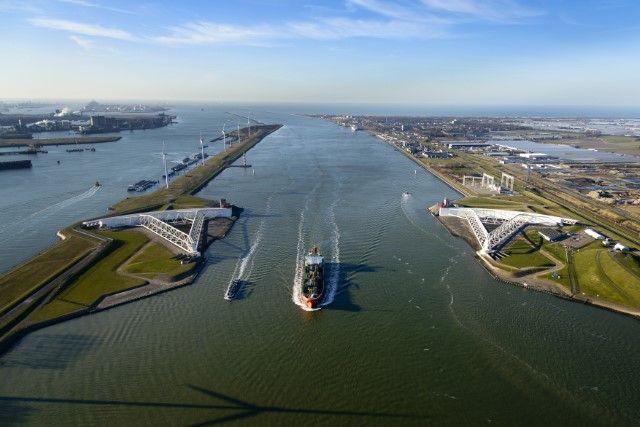 Największy europejski port gotowy na przyjęcie morskich gigantów (wideo) - GospodarkaMorska.pl