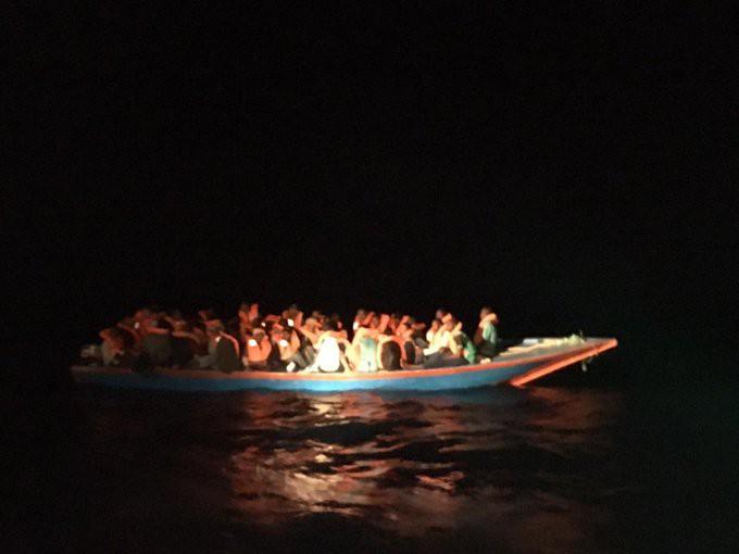 Włochy: Po katastrofie łodzi z migrantami znaleziono ciała 13 kobiet - GospodarkaMorska.pl