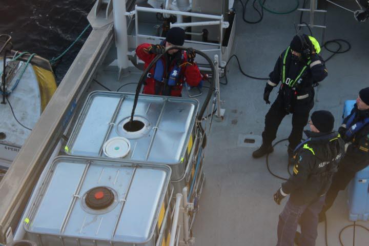 Szwecja: wrak statku ro-ro zostanie oczyszczony z ropy - GospodarkaMorska.pl
