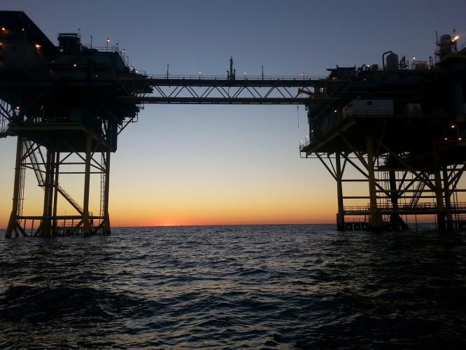 Iran: Prezydent ogłosił odkrycie ogromnego złoża ropy naftowej - GospodarkaMorska.pl
