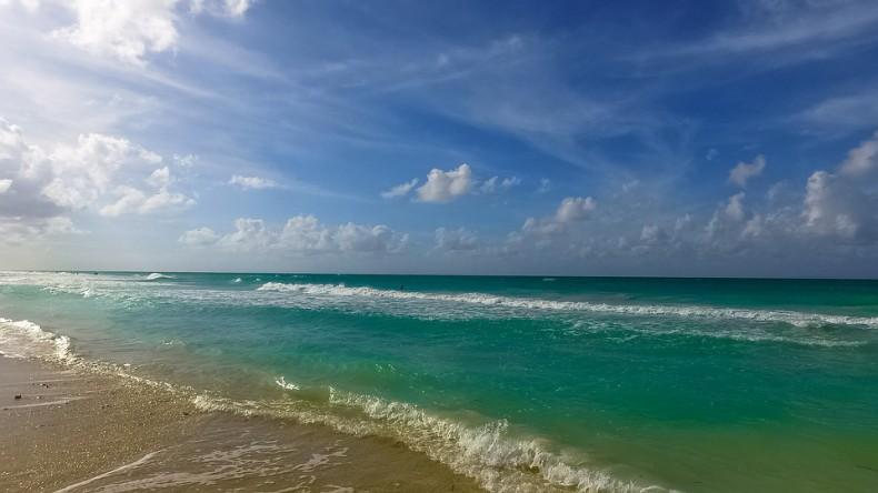 Fale Atlantyku wyrzuciły na plaże ponad 750 kg kokainy - GospodarkaMorska.pl