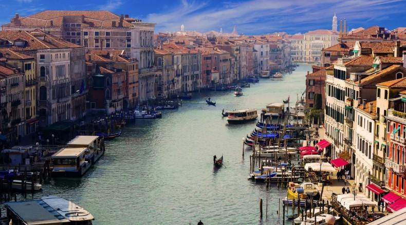 Znów podnosi się woda w Wenecji, plac Świętego Marka zalany - GospodarkaMorska.pl