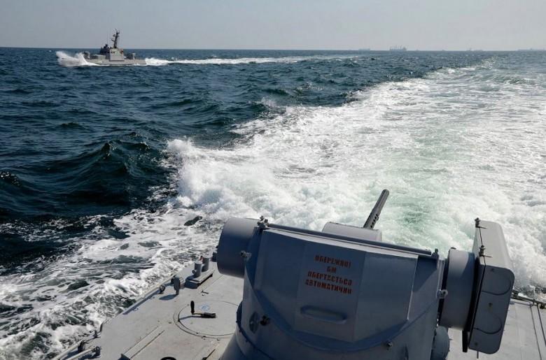 Zaczęto odholowywać okręty z portu w Kerczu na Krymie - GospodarkaMorska.pl