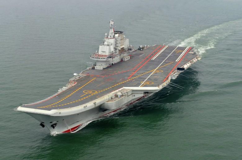 Chiny przeprowadziły swój lotniskowiec przez Cieśninę Tajwańską - GospodarkaMorska.pl