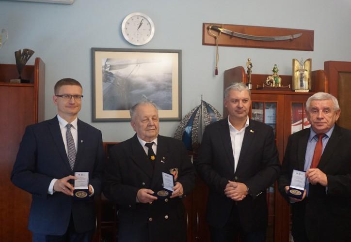 Tomasz Chamera wręczył Medale 95-lecia PZŻ - GospodarkaMorska.pl