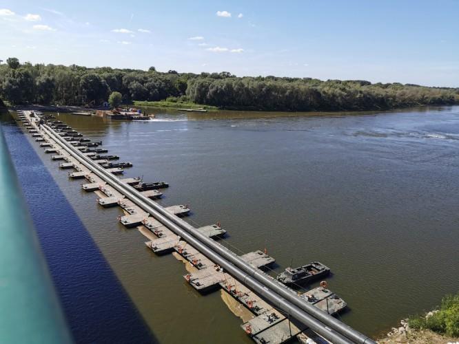 MON zapłacił 200 tys. zł za budowę i rozbiórkę mostu pontonowego przez Wisłę - GospodarkaMorska.pl