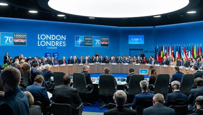 Trump chce użyć presji handlowej na państwa NATO - GospodarkaMorska.pl