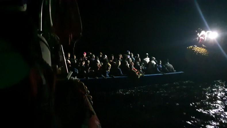 Turcy przechwycili zmierzający do Grecji ponton ze 111 migrantami - GospodarkaMorska.pl