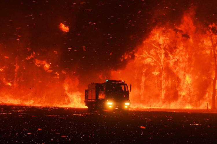 Ogromne pożary w pobliżu Sydney. Strażacy nie dają rady - GospodarkaMorska.pl
