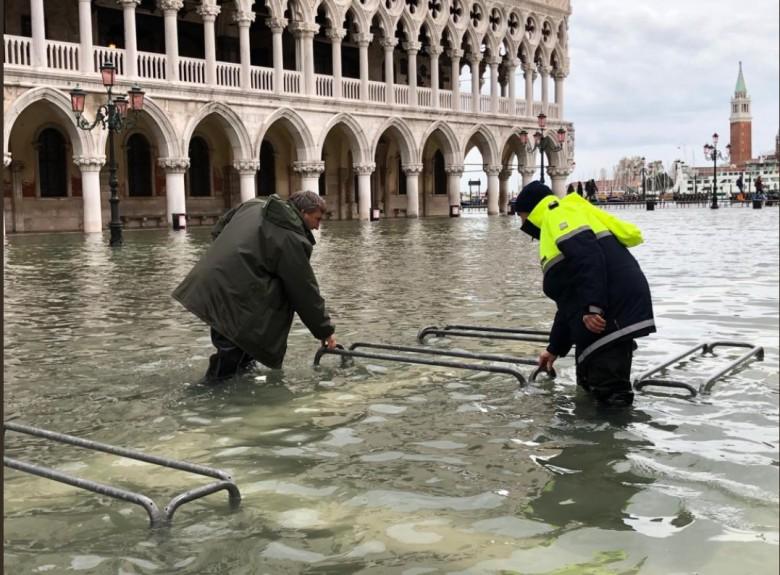 Ponad 3 mln euro strat w bazylice św. Marka w Wenecji po powodzi - GospodarkaMorska.pl