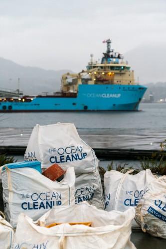 Ocean Cleanup przeniósł pierwszą dostawę plastiku na brzeg i przygotowuje nowy projekt - GospodarkaMorska.pl