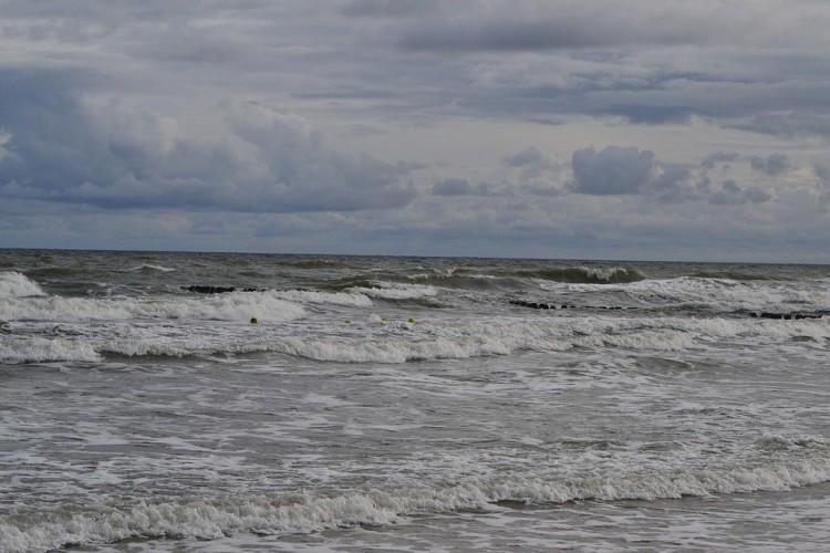 Wezbranie wód, sztorm i silny wiatr na Pomorzu - GospodarkaMorska.pl