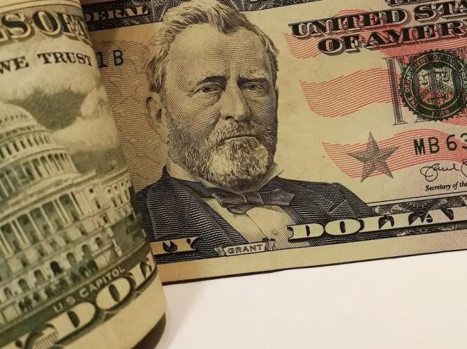 CNN: gwałtowny wzrost cen ropy po ataku Iranu na bazy USA - GospodarkaMorska.pl