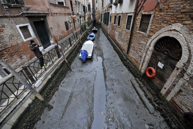 Poziom wody w Wenecji wyjątkowo niski po rekordowych powodziach - GospodarkaMorska.pl