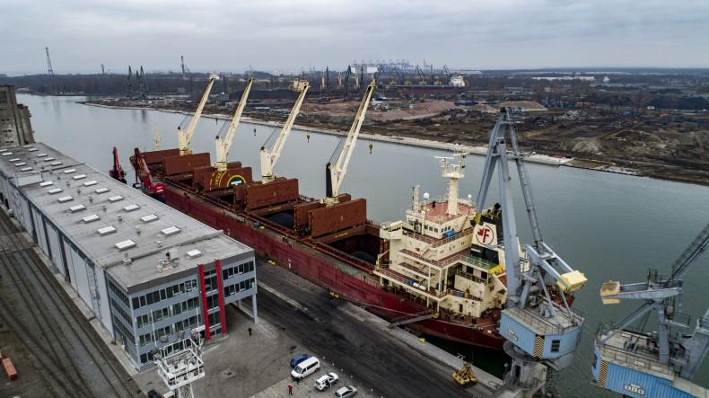 Port Gdańsk: Eksport koksu wyprodukowanego przez Lotos – szybko, sprawnie i kompleksowo [foto, wideo] - GospodarkaMorska.pl