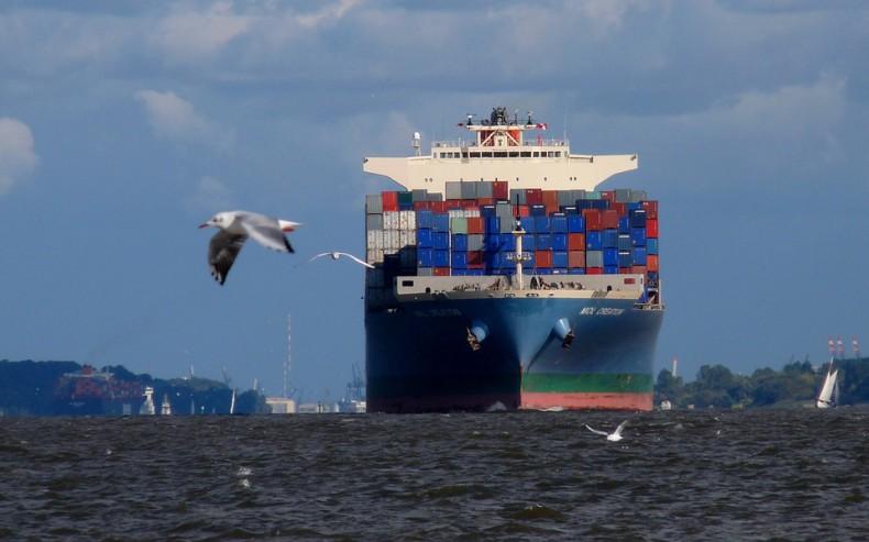 Linie kontenerowe podnoszą stawki, aby pokryć rosnące koszty paliwa - GospodarkaMorska.pl