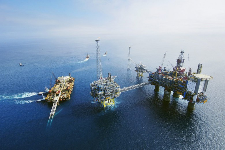 Ceny ropy w USA mocno zniżkują - GospodarkaMorska.pl