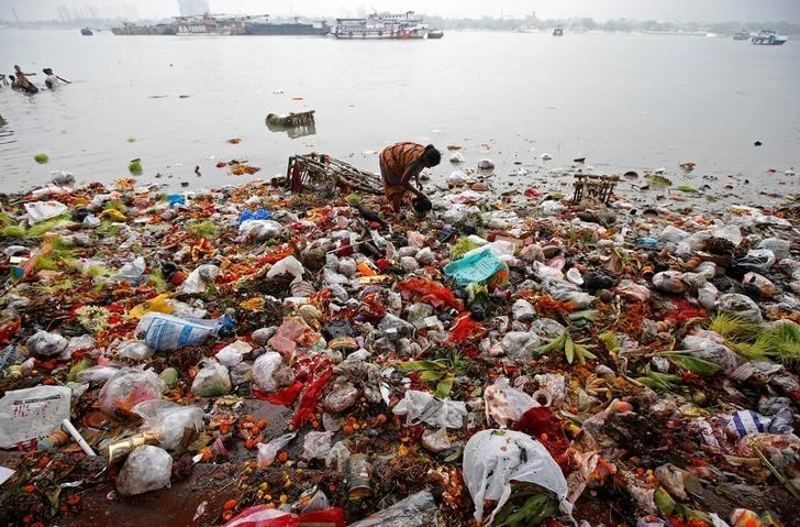 Chiny wprowadzą zakaz stosowania plastikowych jednorazówek do końca 2020 roku (film) - GospodarkaMorska.pl