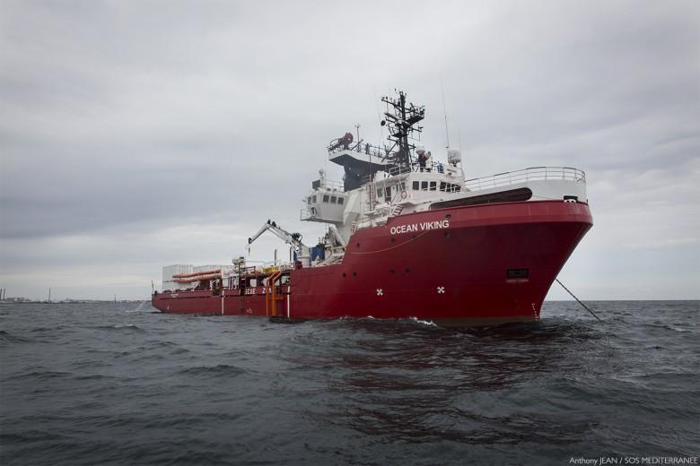 Ponad 400 migrantów na statku organizacji pozarządowych Ocean Viking - GospodarkaMorska.pl