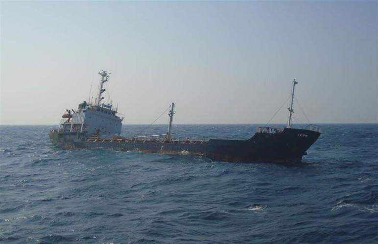 Załoga zbiornikowca tonącego na Morzu Arabskim uratowana - GospodarkaMorska.pl