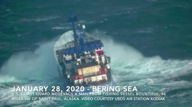 Niesamowita akcja ratunkowa na środku Morzu Beringa (wideo) - GospodarkaMorska.pl