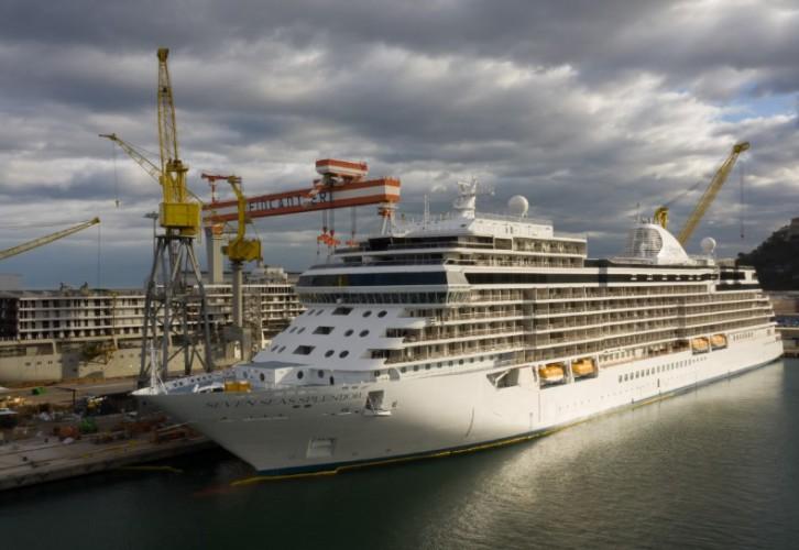 Ultraluksusowy Seven Seas Splendor dostarczony do stoczni w Ankonie - GospodarkaMorska.pl