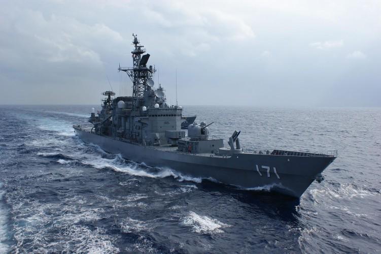 Japonia: Okręty wojenne będą ochraniały japońskie tankowce - GospodarkaMorska.pl