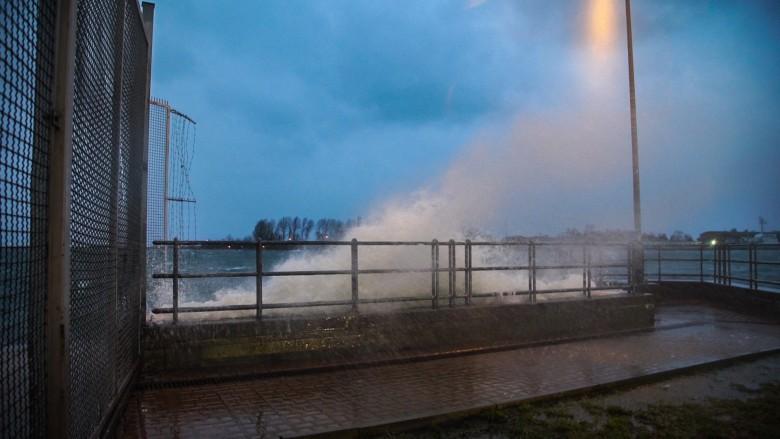 121 interwencji służb w związku z wichurą. W Rowach zatonął kuter wycieczkowy - GospodarkaMorska.pl