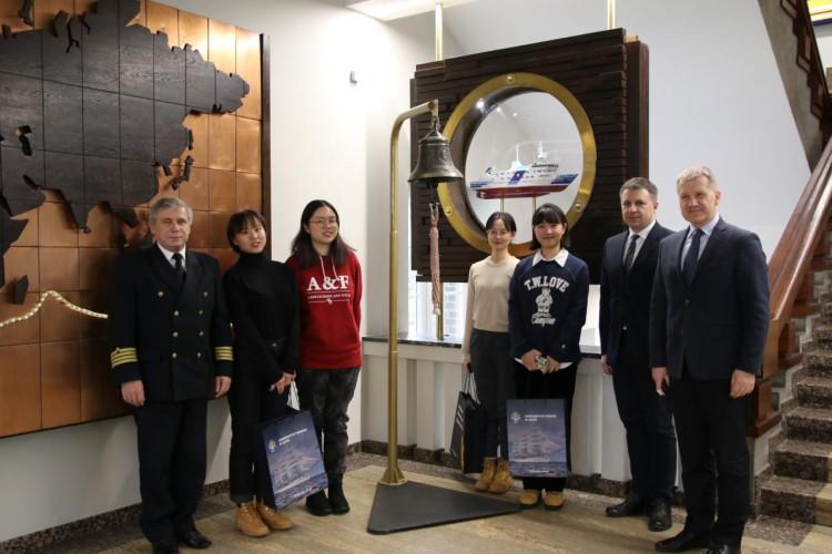 Studentki z Shanghai Maritime University w UMG - GospodarkaMorska.pl