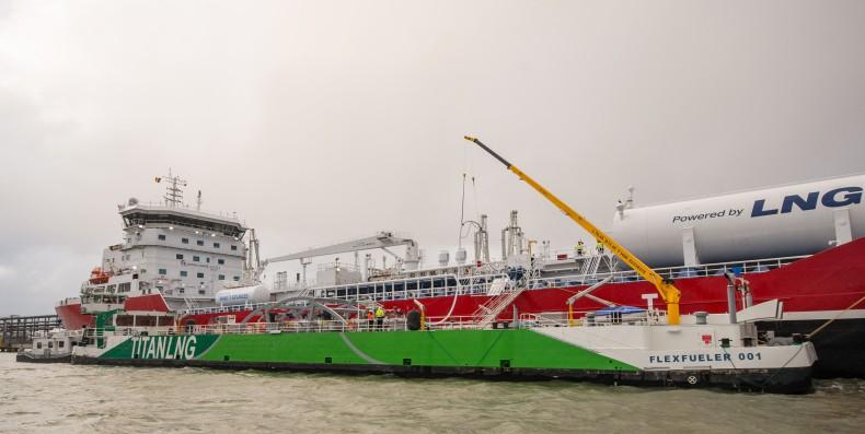 Titan LNG przeprowadził pierwsze bunkrowanie LNG metodą STS w Antwerpii - GospodarkaMorska.pl