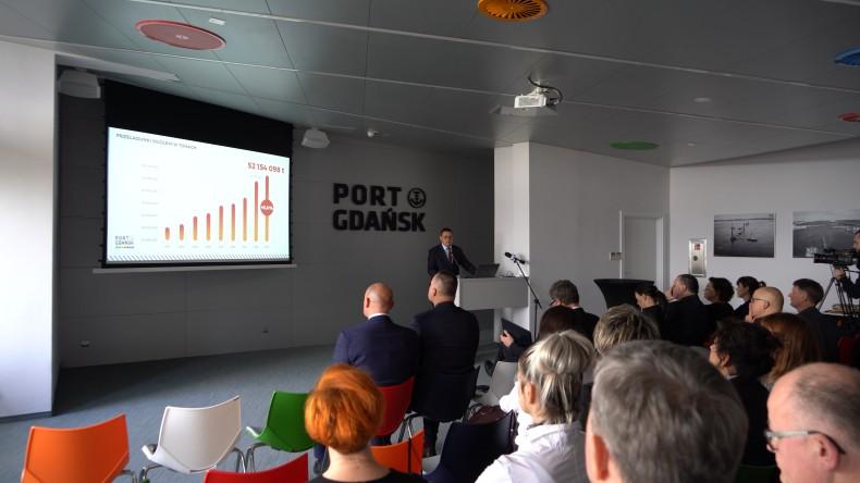 Port Gdańsk bije rekord Polski w przeładunkach! 52 mln ton w 2019 roku (foto, wideo) - GospodarkaMorska.pl