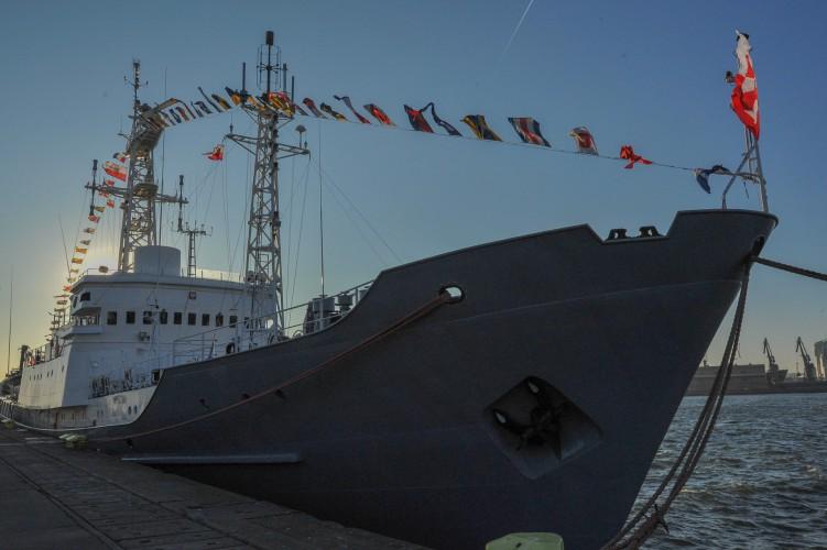 ORP Nawigator 45 lat pod polską banderą - GospodarkaMorska.pl