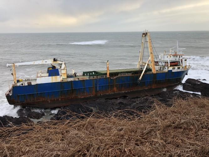 Statek widmo u wybrzeży Irlandii. Przepłynął Atlantyk bez załogi - GospodarkaMorska.pl