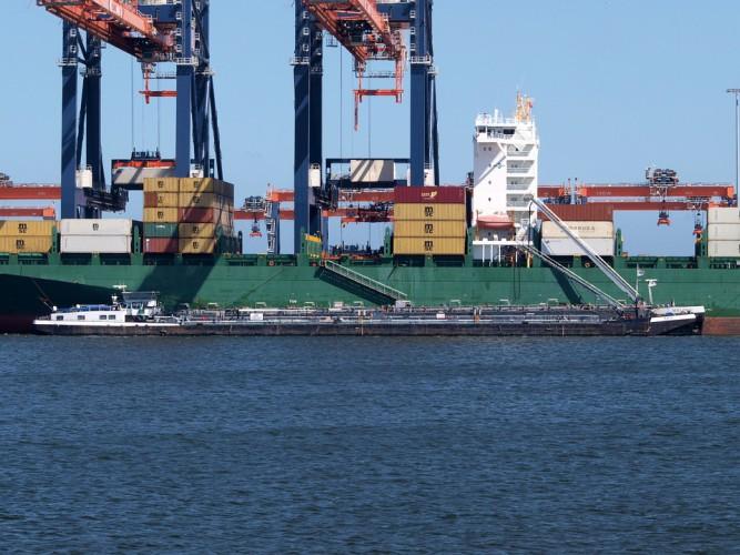 Słaby międzynarodowy handel hamuje wzrost przeładunków w Porcie Rotterdam - GospodarkaMorska.pl