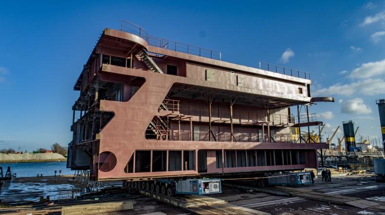 Stocznia Gdańsk zbudowała nadbudówkę na wycieczkowiec Discovery dla norweskiej stoczni Ulstein - GospodarkaMorska.pl