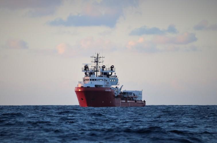 Kwarantanna dla ponad 270 migrantów i załogi statku organizacji pozarządowej - GospodarkaMorska.pl