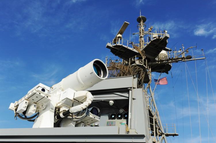 Marynarka Wojenna USA uzbraja okręty w laserowe systemy antydronowe - GospodarkaMorska.pl