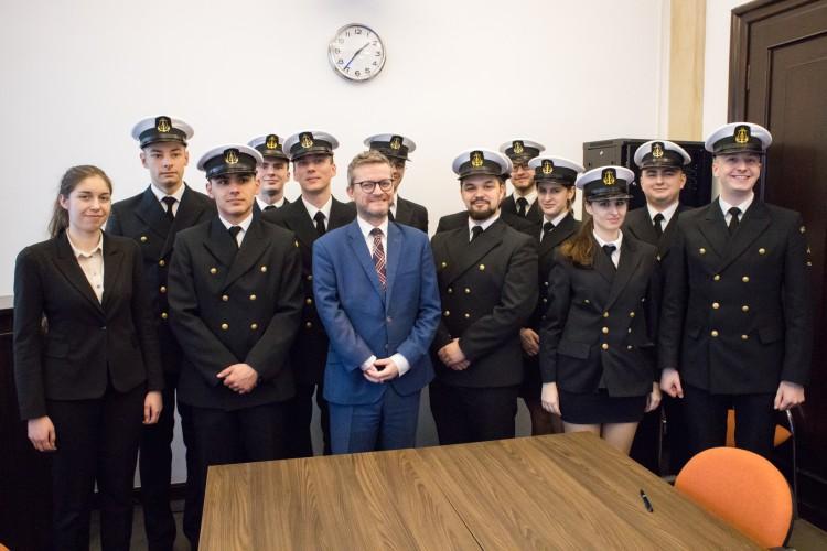 Studenci Akademii Morskiej w Szczecinie z wizytą w MGMiŻŚ - GospodarkaMorska.pl
