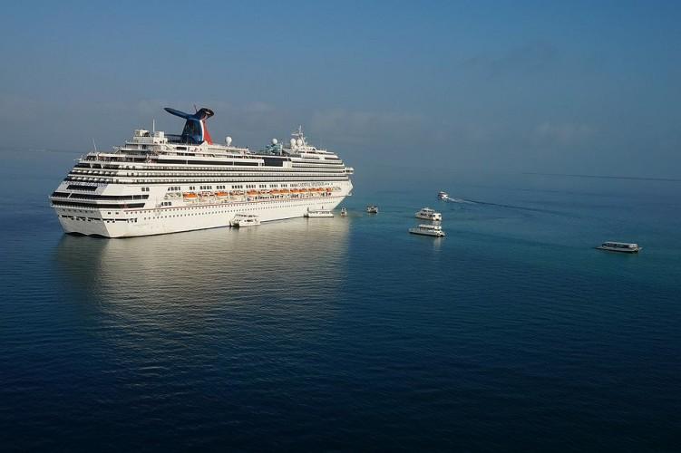 Porty na Jamajce i Kajmanach nie przyjęły wycieczkowca w obawie przed koronawirusem - GospodarkaMorska.pl