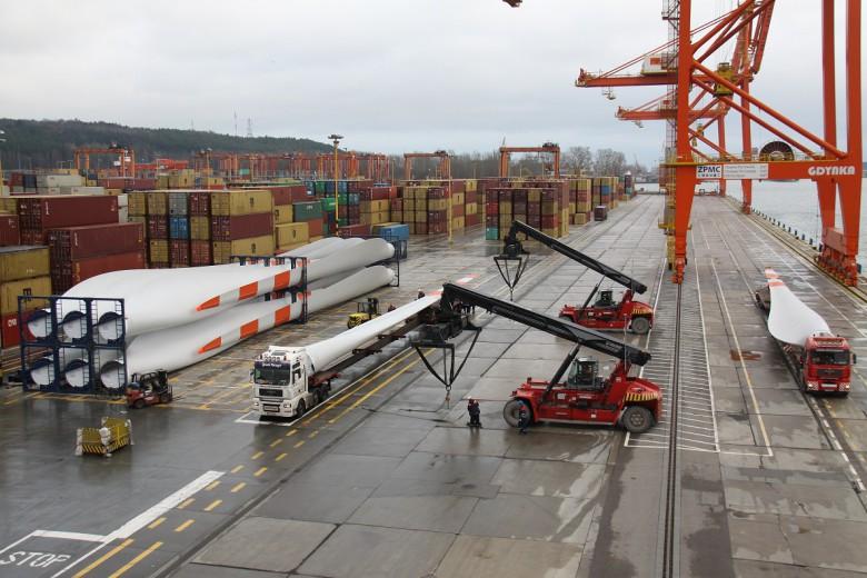 Port Gdynia z potencjałem infrastrukturalnym w sektorze offshore (film) - GospodarkaMorska.pl