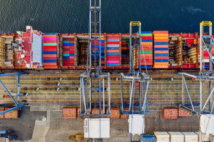 Koronawirus uderzył mocniej w globalny handel niż wojna celna między USA i Chinami - GospodarkaMorska.pl