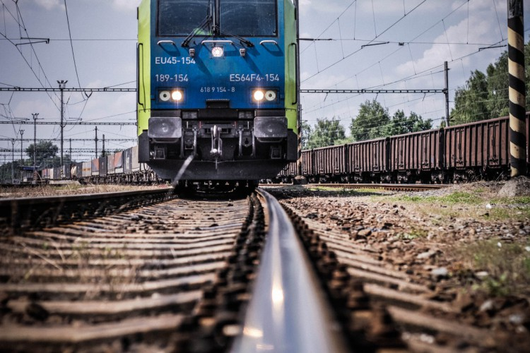 Kolej może już wkrótce być całkowicie ekologiczna. Będzie napędzana wodorem lub energią słoneczną - GospodarkaMorska.pl