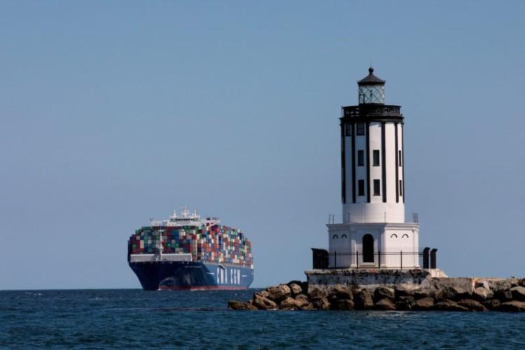Największy amerykański port z 23-procentowym spadkiem przeładunków w lutym - GospodarkaMorska.pl