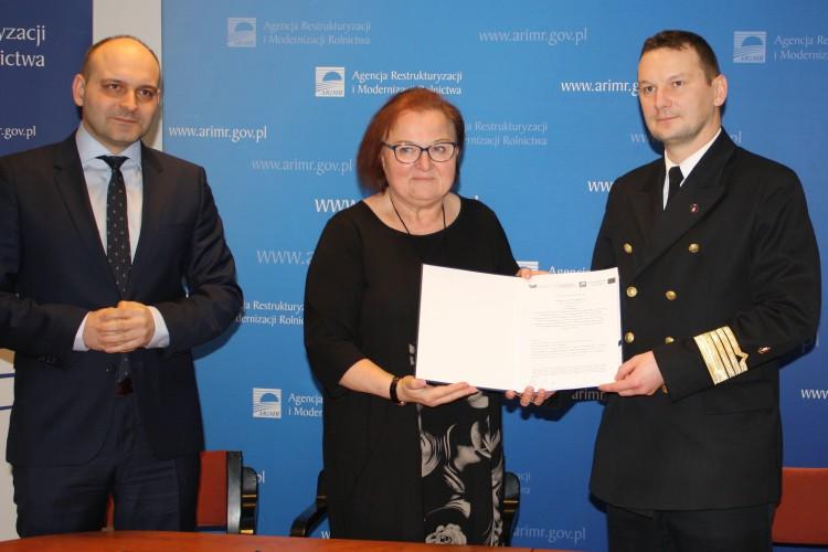 Podpisanie z ARiMR umowy o dofinansowanie projektu - GospodarkaMorska.pl