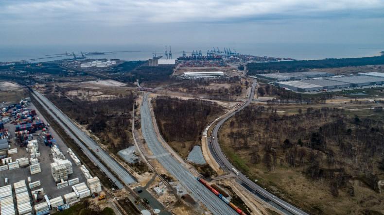 Inwestycja drogowo-kolejowa Portu Gdańsk zwiększy przeładunki do 100 milionów ton rocznie (foto, video) - GospodarkaMorska.pl