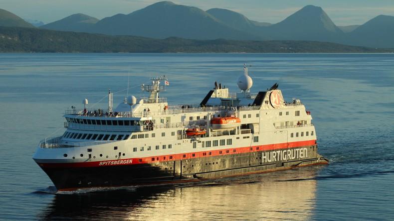 Hurtigruten zawiesza działalność wszystkich swoich statków - GospodarkaMorska.pl