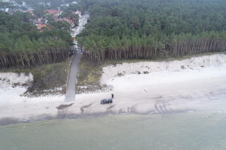 Podpisanie umowy na budowę opaski brzegowej w Pogorzelicy - GospodarkaMorska.pl