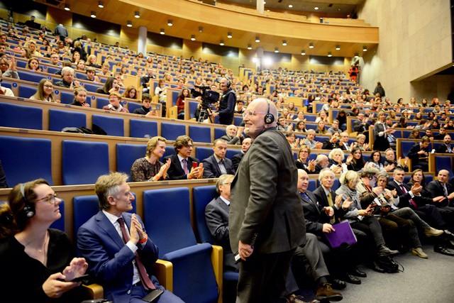 Timmermans: KE podtrzymuje plan zwiększenia celów redukcji emisji na 2030 r. - GospodarkaMorska.pl