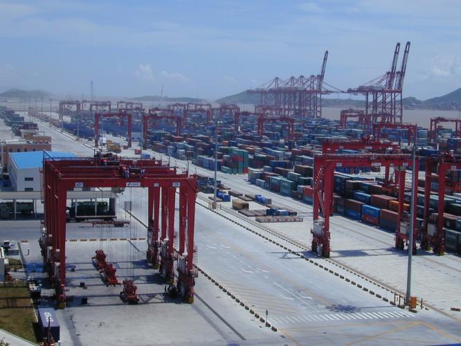 Chińskie porty szykują się na kolejne uderzenie, po tym jak rozprzestrzenianie się pandemii hamuje eksport - GospodarkaMorska.pl